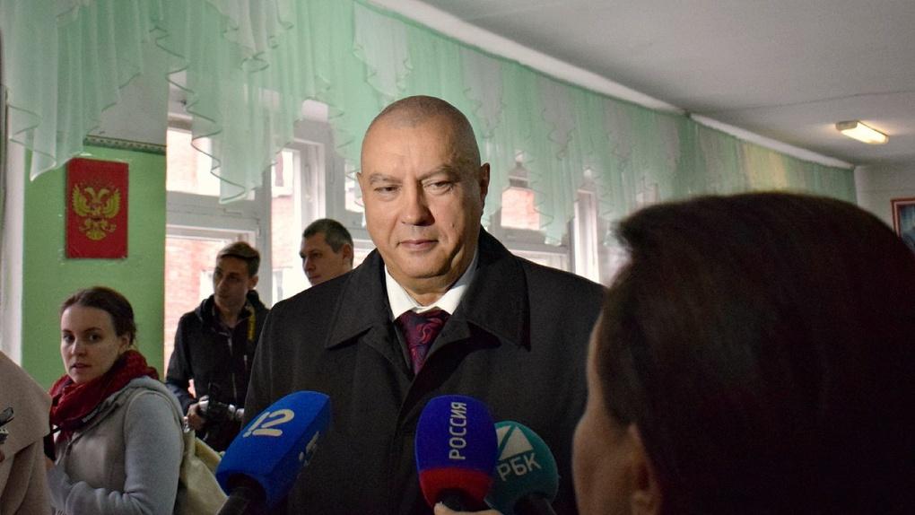 Народные избранники поддержали Фролова впремировании 2-х глав департаментов Омска