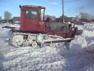 Смерть женщины в Горьковском районе заставила власти начать убирать снег