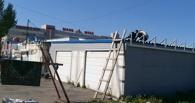 В Омске у ТЦ «Маяк» сносят незаконную мойку