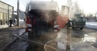 В Омске сгорел грузовик Howо, припаркованный возле остановки
