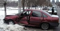 В Омске на Оржоникидзе произошло столкновение автомобилей «Toyota» и «Opel»