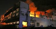 В Омске шесть часов тушили пожар на складе пенопласта
