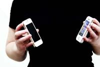 В России пожилая воровка выкинула украденный смартфон, не сумев его освоить