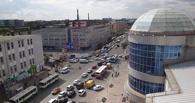 В центре Омска сломанный светофор спровоцировал пробку