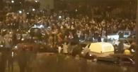 Ночью в Москве сотни стритрейсеров устроили бунт против полицейских. Видео беспорядков