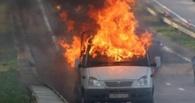 Омские госавтоинспекторы потушили загоревшуюся «Газель»