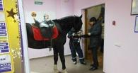 Омская полиция заявила, что над конем в «Атриуме» никто не издевался