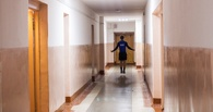 В одном из общежитий Омска вор вскрыл четыре комнаты и похитил четыре ноутбука