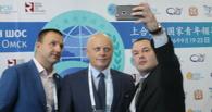 В Омске на открытии форума ШОС все селфились — в том числе губернатор Назаров