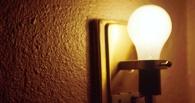 Пока в Омске бушует буря, омичи сидят дома без света и отопления