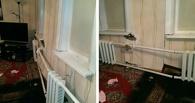 В Омске иномарка протаранила жилой дом, водитель скрылся