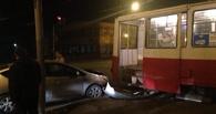 Два ДТП в Омске: сбили женщину, и иномарка столкнулась с трамваем (фото)