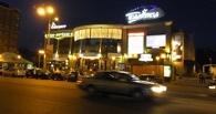 В Омске у «Галактики» под колеса десятки попала девушка