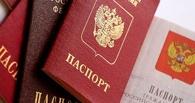 На рынке в Омске нелегальные торговцы притворились одеждой, чтобы скрыться от ФМС