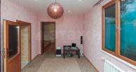 В Омске продаётся трёхэтажная квартира с бассейном