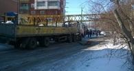 В Омске двухэтажный дом, на который упал кран, практически не поврежден