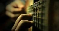 Приставы отняли у омички гитару за долги