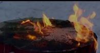 В Омске на оптовке сгорел контейнер с мукой