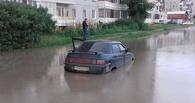 Житель Омска утопил свой автомобиль под окнами многоэтажки (ФОТО)
