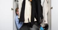 В Омске должник по алиментам спрятался от приставов в шкафу
