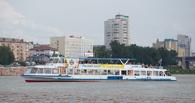 В Омске пассажирский теплоход врезался в Иртышскую набережную