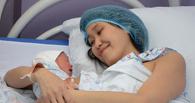 Назаров поздравил в роддоме двух омичек, ставших мамами 8 марта