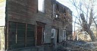 В Омске начали сносить дом, в котором находилась пенсионерка