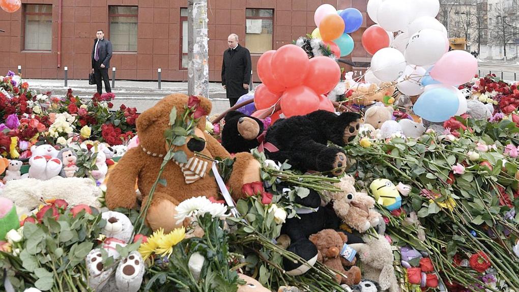 После возложения цветов в Кемерове Владимир Путин назвал причины страшной трагедии