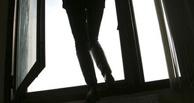 Врачи борятся за жизнь 17-летней омички, которая выбросилась из окна из-за сигарет