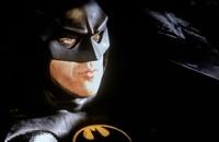 Жители французского городка призывают Бэтмена прийти на помощь