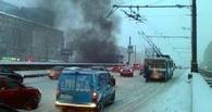 В Омске у СКК им. Блинова на светофоре дотла сгорела «Волга»