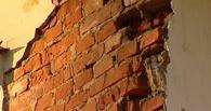 СМИ: Склады минобороны в центре Омска рухнули на тротуар