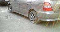 В Омске «автомобильный маньяк» проткнул колеса у 17 автомобилей