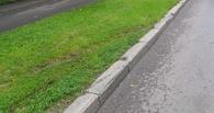 В Омске скончался монтажник, во время работы неудачно упавший на уличный бордюр