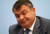 Следователи решили не возбуждать дело против Сердюкова