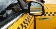 За сутки десятки омских таксистов нарушили ПДД
