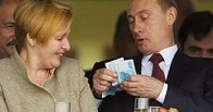 Зарплата помощников Путина за год выросла почти на 70%