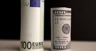 Курс валют: рубль немного потерял на бирже по отношению к доллару и евро