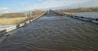 В Омской области затопило мост через речку