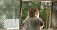 В Омске из окна квартиры выпал двухлетний малыш