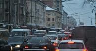Утренние пробки: омичи попали в затор из-за ДТП на Ленинградском мосту и ямы на Конева