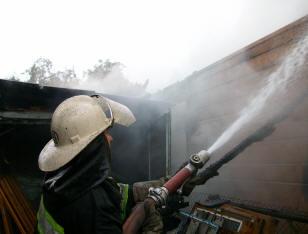 В омском Порт-Артуре сгорела баня в частном доме