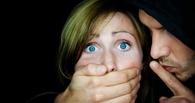 В Омске ночью двое незнакомцев изнасиловали 43-летнюю женщину