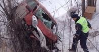 На Сыропятском тракте под Омском перевернулась иномарка