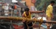 Число жертв тайфуна на Филиппинах выросло до 100 человек