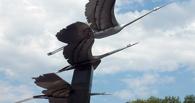В Нефтяниках установили трех журавлей, провожавших летчиков в бой (фото)