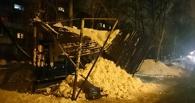 В Омске из-за скопившегося снега рухнула еще одна крыша