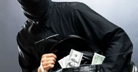 В Омске у бизнесмена во дворе дома украли пять млн рублей