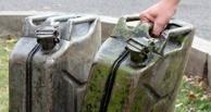 В Калачинском районе охранник и оператор украли на насосной станции 252 л бензина