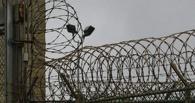 В Омске надзиратель подружился с зэком и принес ему в тюрьму часы и телефон